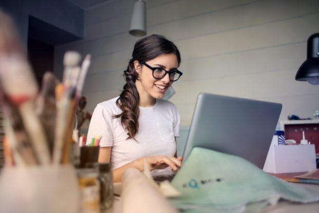 Worauf kommt es an, wenn man eine Hausarbeit schreiben muss? Was sind die Lerneffekte und wie kann man sich helfen lassen?